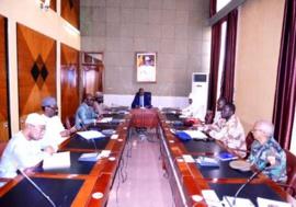 Une rencontre de la cellule de veille et de sécurité sanitaire à la Présidence, le 25 mars 2020. © PR