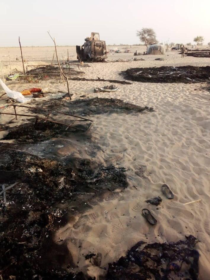 Les restes de la base militaire de Bouma après l'attaque lundi 23 mars 2020 d'insurgés de Boko Haram. © DR