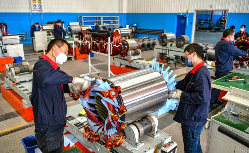 On the morning of March 25, 2020, workers in the large motor workshop of the Hebei large motor workshop at the equipment manufacturing base in Luancheng District, Shijiazhuang City, Hebei Province, are shaping the winding end of the low-voltage high-power motor. Photo by Li Mingfa from People's Daily Online