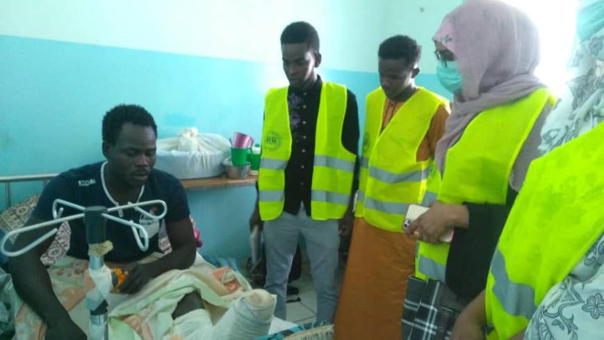 Tchad : à l'hôpital militaire, les citoyens honorent le sacrifice des soldats. © Malick Mahamat/Alwihda Info