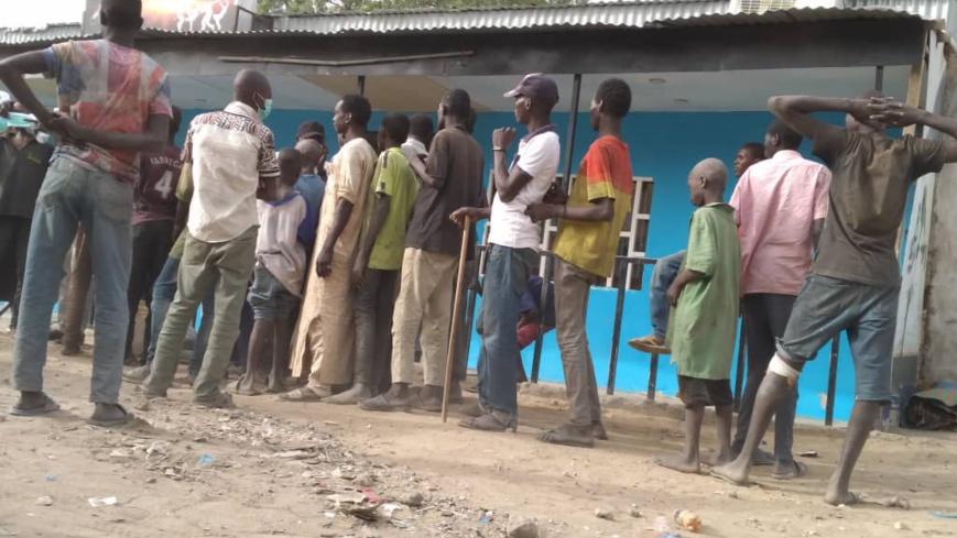 Des jeunes sans-abris à N'Djamena, au Tchad, le 30 mars 2020. © Djibrine Haïdar/Alwihda Info