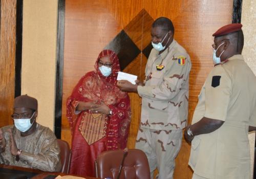Tchad : le personnel de la Présidence offre 11 millions Fcfa à l'armée. © PR