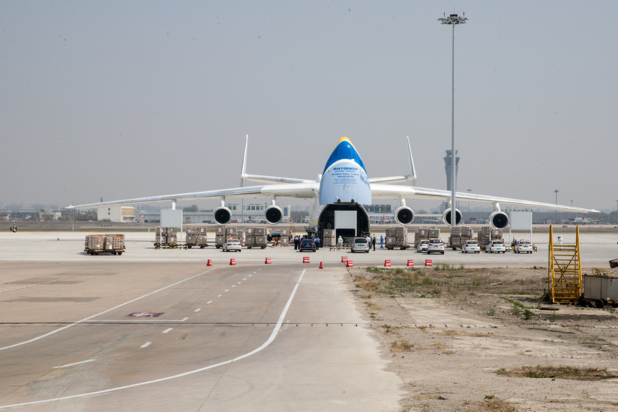 The An-225 arrived in North China's Tianjin on April 12 evening to transport 400 tons of medical supplies bought from China, including seven million masks and several hundred thousand protective suits, to Poland. Photo by Pang Jie/People's Daily