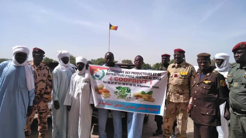 Tchad : ils offrent 200 bidons d'huile à l'armée, en guise de soutien. © Malick Mahamat/Alwihda Info