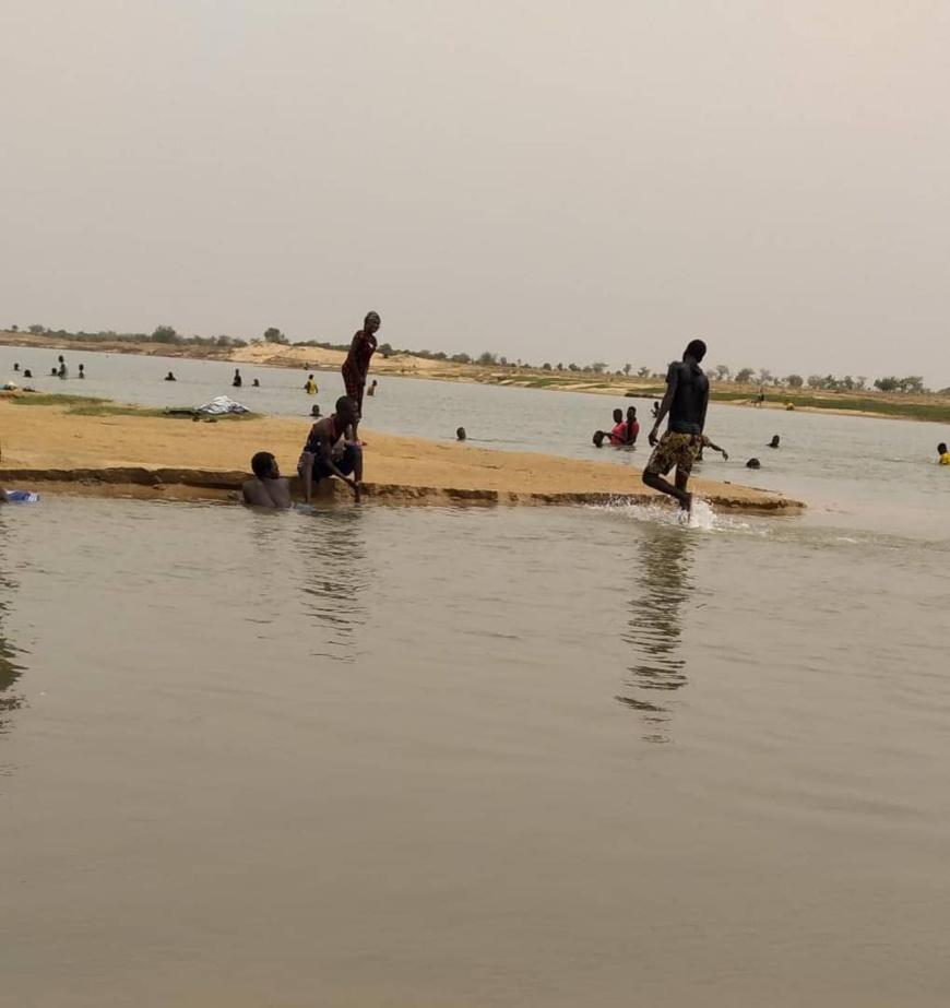 Tchad : à N'Djamena, le fleuve offre du réconfort pendant la canicule. © Djibrine Haïdar/Alwihda Info