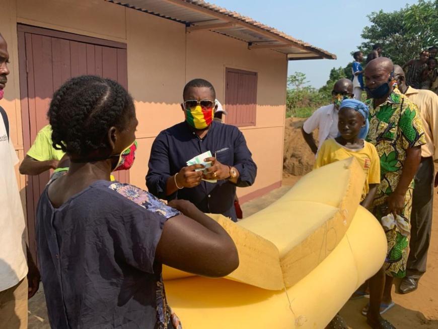 Congo : la générosité du député Brice Dimitri en direction de deux familles à Pointe Noire.