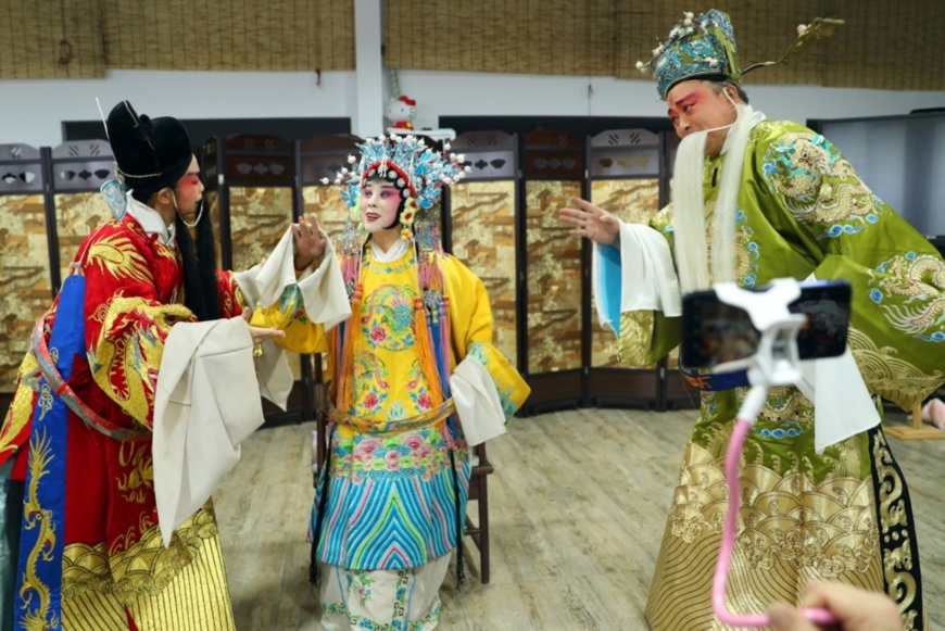 Three performers rehearse in the rehearsal hall of a troupe of Jingxing county, Shijiazhuang, capital of north China's Hebei province, April 1. Photo by Zhang Xiuke/People's Daily Online