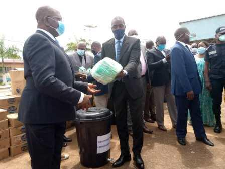 Cameroun /Covid-19 : Mbarga Atangana offre des kits à son département