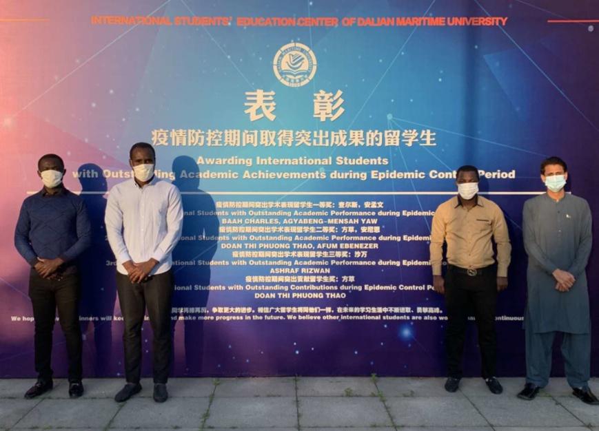 Dalian Maritime University in Dalian, Liaoning province, awards international students with outstanding academic achievements during epidemic control period. (Photo/Courtesy of Dalian Maritime University)