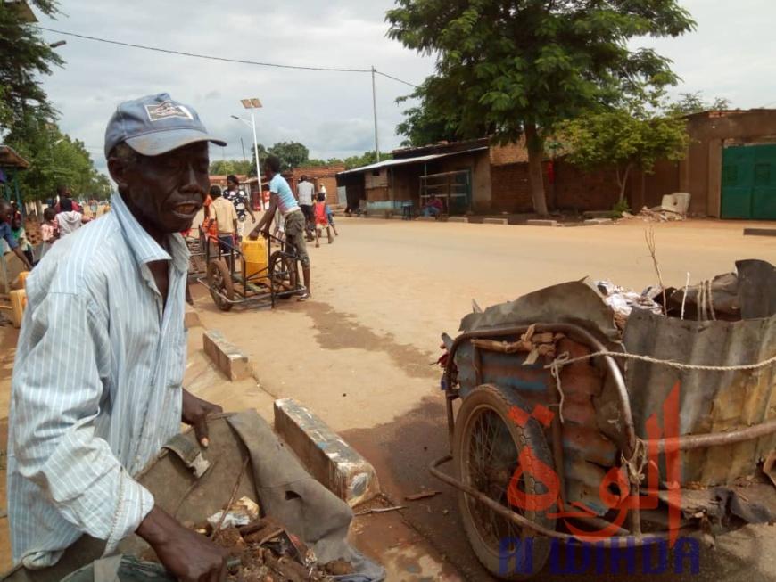 Tchad : ramasseur d'ordures ménagères, il s'achète un terrain et se construit un habitat. © Golmem Ali/Alwihda Info
