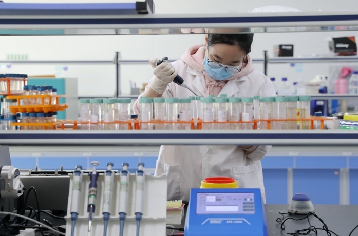 A researcher works in a lab in East China's Zhejiang Province on February 20. Photo by Xie Shangguo/People's Daily Online