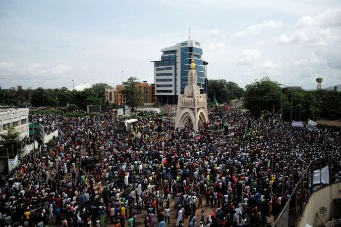 Des manifestants rassemblés à Bamako, dans la capitale du Mali. © STRINGER / REUTERS