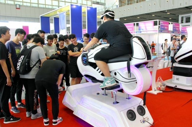 A VR vehicle attracts many visitors at the China (Nanjing) BeiDou Satellite Navigation Application Expo held in Nanjing, capital of east China's Jiangsu province, June 4, 2019. (Photo by Wang Luxian, People's Daily Online)