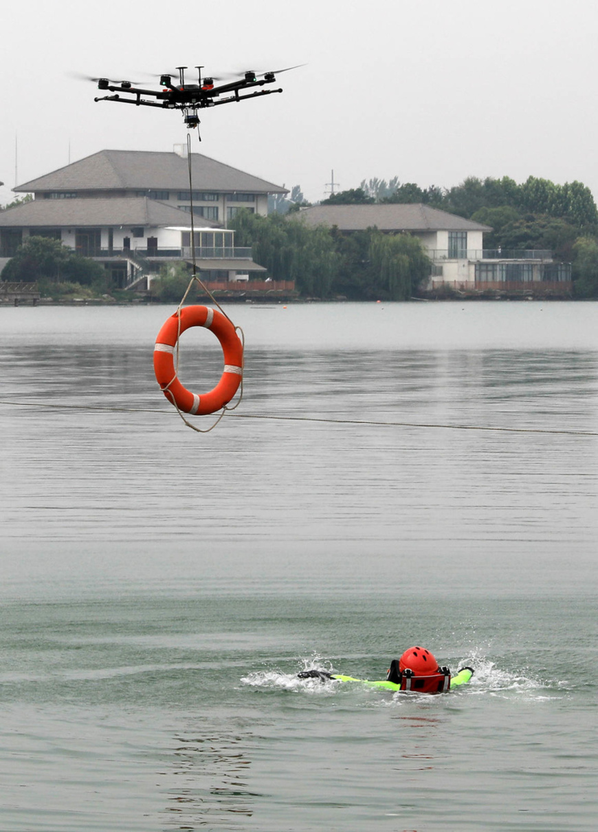 A drone rescues a man in the South Lake of Huaibei, Anhui Province in East China, July 4, 2019. (Photo by Yue Jianwen/People's Daily Online)