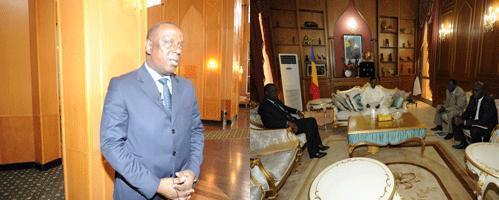 L'ancien ministre d'Etat sénégalais des Affaires étrangères et ancien professeur à l'Ecole de Journalisme de l'Université Cheikh Anta Diop de Dakar, le Docteur en sciences de l'information et de la communication Cheikh Tidjiane Gadio quittant les perrons du palais présidentiel.