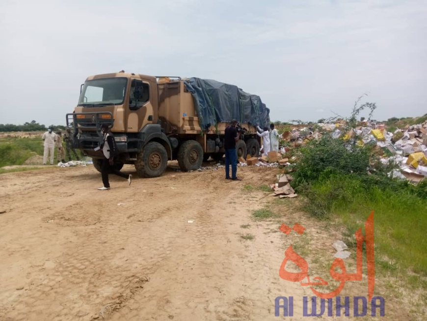 Tchad : incinération d'importantes quantités de produits illicites ou frauduleux