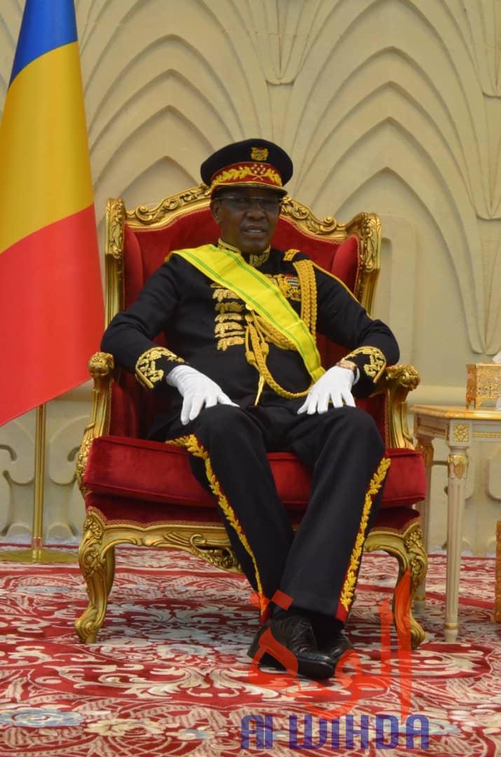 Tchad : première apparition du chef de l'État, Idriss Déby, avec la tenue d'apparat de Maréchal.
