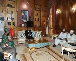 Le Président de la République, Idriss Déby a accordé ce midi une audience à la Représentante spéciale conjointe adjointe à l'Opération hybride Union africaine-Nations Unies au Darfour (UNAMID), Dr Aïchatou Mindaoudou Souleymane. La Résolution de la crise du Darfour était le principal point abordé