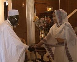 La Première Dame Hinda Déby a reçu ce matin le Groupe d'entraide à l'enseignement supérieur au Tchad, conduit par le professeur Boumbé Ndirimian. Crédits photos : dgcom