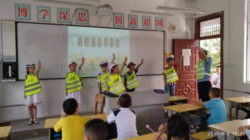 Students from a primary school in Shanhu township, Yongzhou, Hunan province learn traffic safety knowledge with multimedia teaching facilities, Sept. 4, 2019. Photo from http://www.yongzhou.gov.cn/