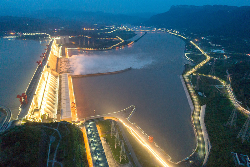 Photo taken on August 19 shows the Three Gorges Dam discharging floodwater through 10 of its spillway holes. On the night of August 19, the Three Gorges project opened 11 deep spillway holes to discharge floodwater. (Photo by Wang Gang/People's Daily Online)