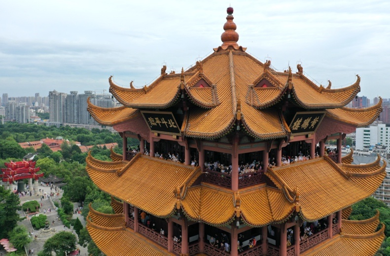 Aerial photo taken on August 8 shows visitors crowding the Yellow Crane Tower in central China's Hubei province after the attraction was open to the public for free. (Photo by Zhou Guoqiang/People's Daily Online)