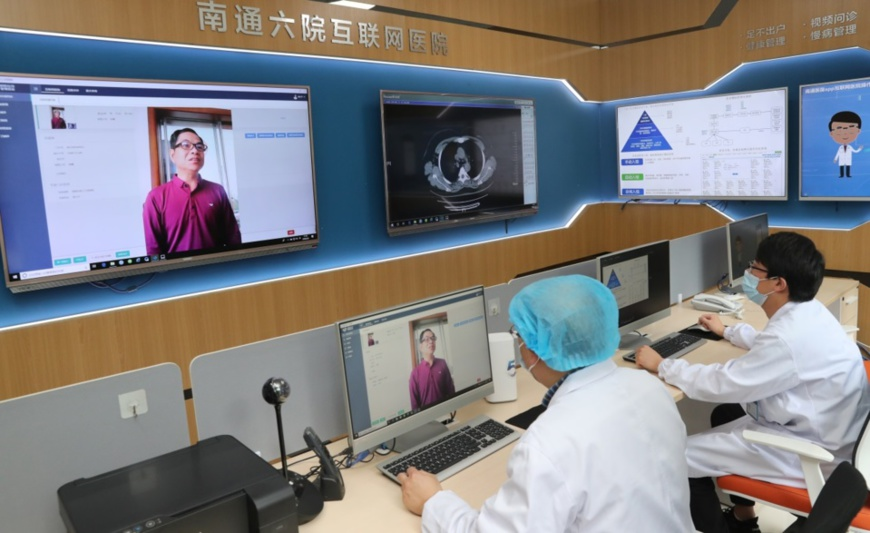 On May 8, Mao Liping (left), chief physician at the Sixth People's Hospital of Nantong, east China's Jiangsu province, the first Internet hospital in the city, provides medical consultation for a patient via video. (Photo by Xu Congjun/People's Daily Online)