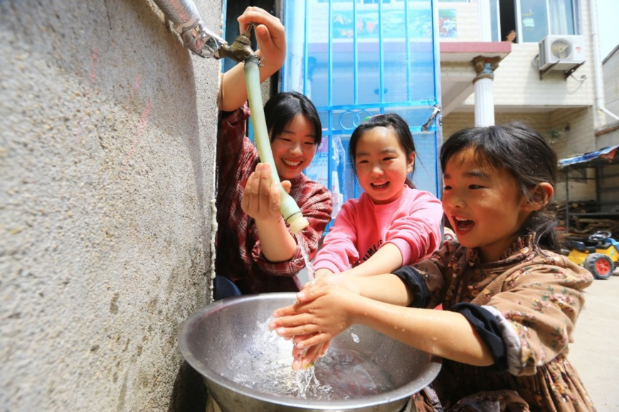 Local families in Shenxu village in Linhuan township, Suixi county, Huaibei, east China's Anhui province, have access to tap water, April 23, 2020. (Photo by Wan Shanchao/People's Daily Online)