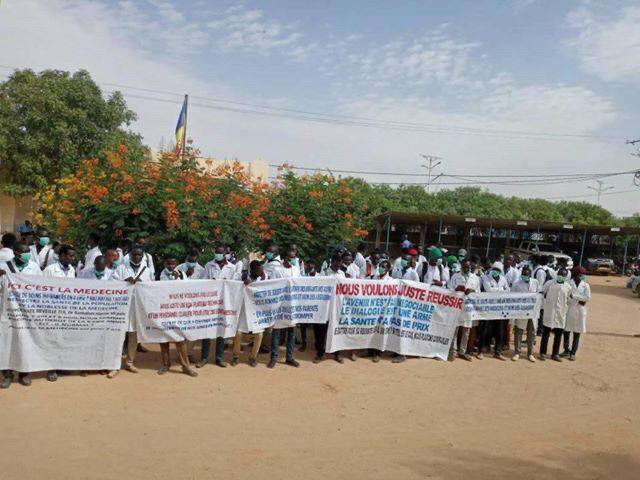 Tchad : des étudiants de l'Université Adam Barka interpellent le chef de l'État. ©DR