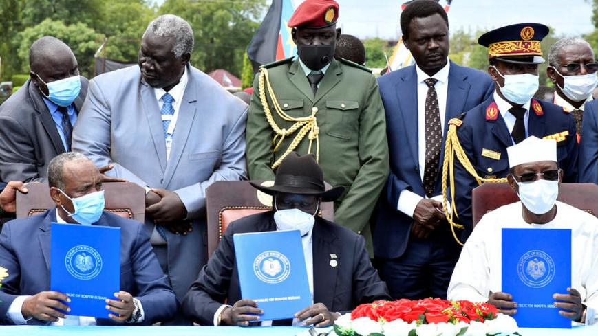 Signature de l'accord de paix inter-soudanais à Juba le 3 janvier 2020, en présence de plusieurs personnalités. © REUTERS - JOK SOLOMUN
