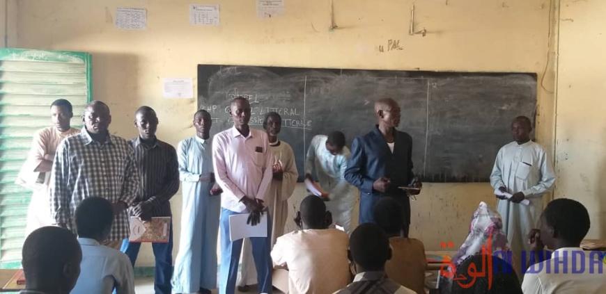 Tchad : des lycéens reçoivent du matériel didactique à Abéché