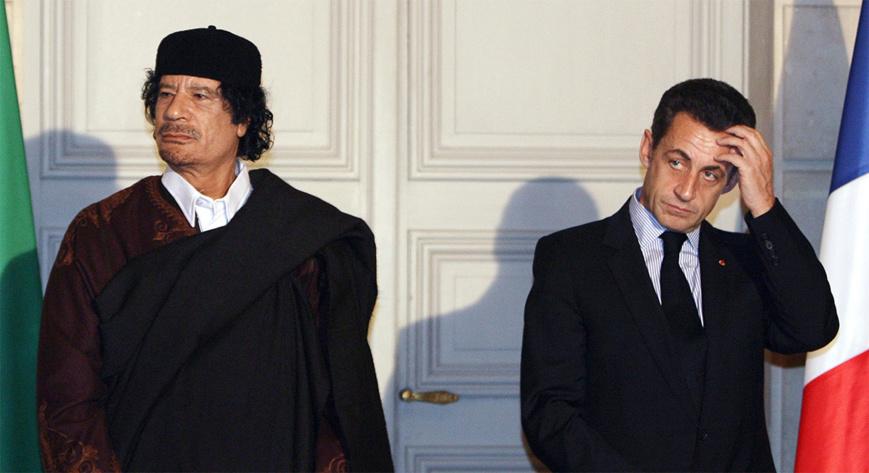 Kadhafi (gauche) et Sarkozy en 2017. © Jacky Naegelen/Reuters