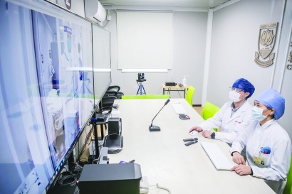 Doctors make the rounds of the wards through a 5G robot in Shanghai No. 1 People's Hospital. (Photo/Shanghai No. 1 People's Hospital)