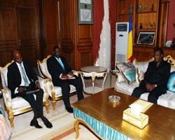 Le Président de la République, Idriss Déby a accordé ce matin une audience au Gouverneur de la Banque des Etats de l'Afrique centrale, M. Lucas Abaga Nchama. La situation financière de l'espace CEMAC et particulièrement celle du Tchad a constitué l'essentiel des discussions