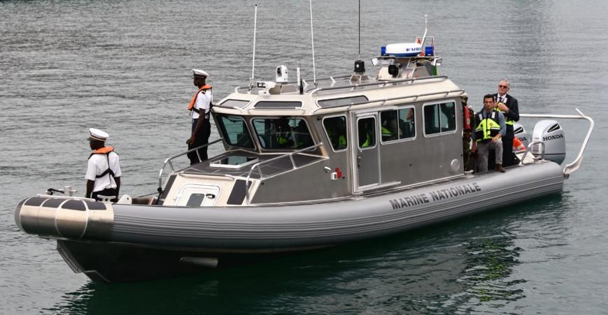 La France dote la marine togolaise de deux embarcations rapides pour la lutte contre la piraterie maritime