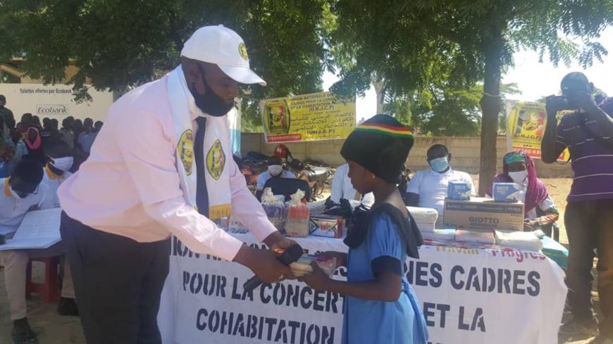 Tchad : des kits scolaires offerts à des enfants orphelins de SOS Village