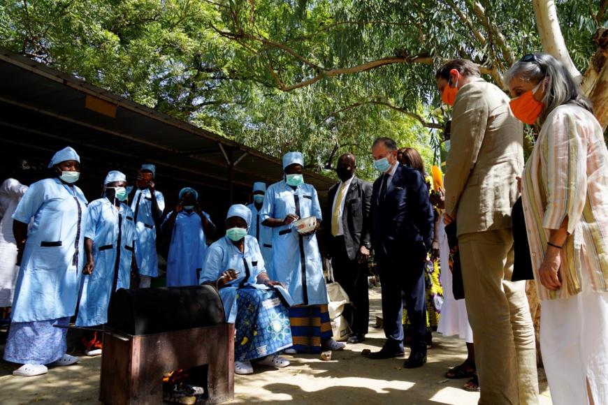 Des farines infantiles pour lutter contre la malnutrition au Tchad. ©WFP/Maria Gallar