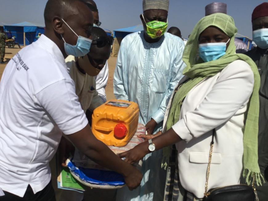 Tchad : la STE remet des dons de vivres et points d'eau aux sinistrés de Walia