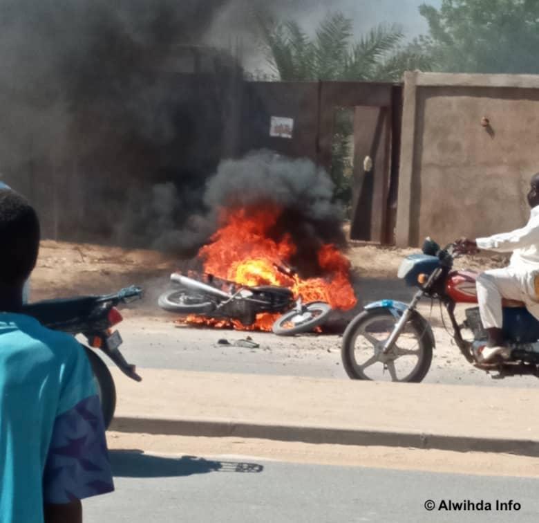 Tchad : une moto prend feu en pleine circulation à N'Djamena