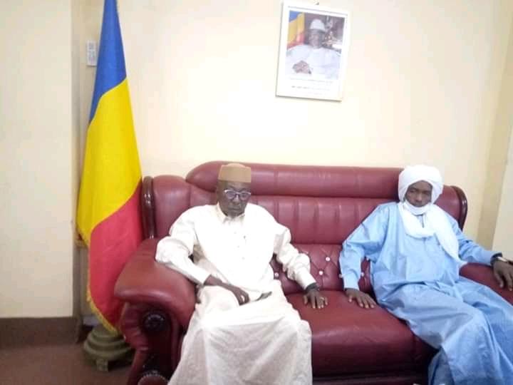 Tchad : le ministre de l'Élevage assiste les victimes des feux de brousse au Batha