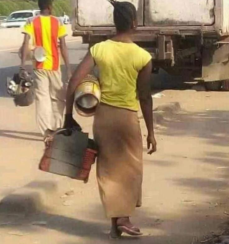 Tchad : Natasha, la femme cireuse de chaussures, a été retrouvée et parrainée. © DR