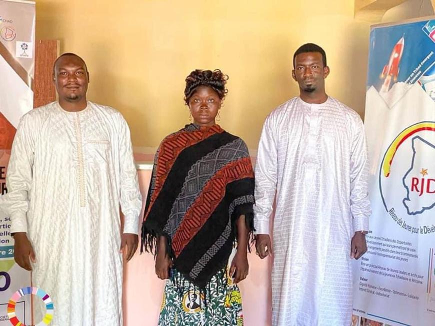 Tchad : Natasha, la femme cireuse de chaussures, a été retrouvée et parrainée. © SME