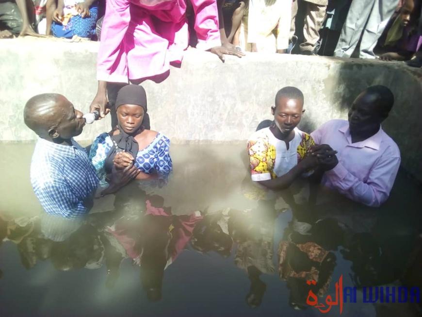 Tchad : l'Église Assemblée chrétienne baptise des fidèles à Massakory