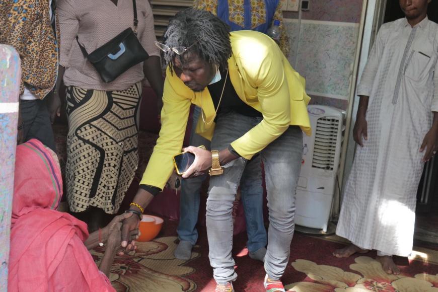 Tchad : l'artiste N2A apporte de l'aide à des familles démunies