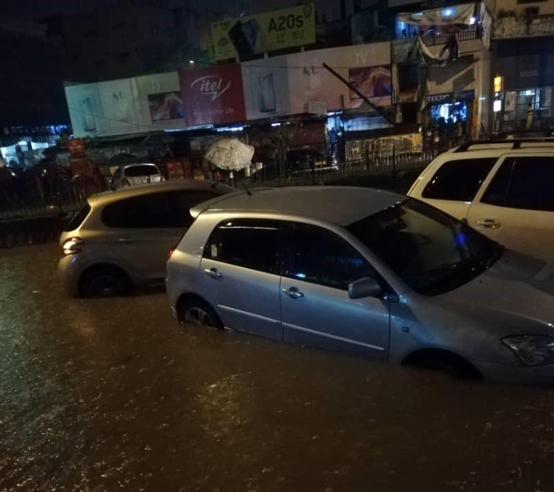 Cameroun : forte pluie à Yaoundé, des véhicules et boutiques sous l'eau