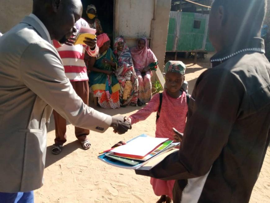 Tchad : remise des bulletins du 1er trimestre aux écoliers à Abéché