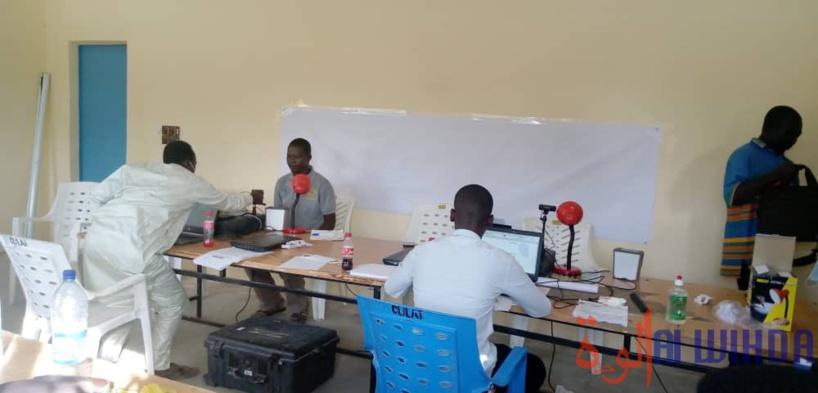 Des agents de l'ANATS enrôlent des citoyens en province. © Éric Guedi/Alwihda Info