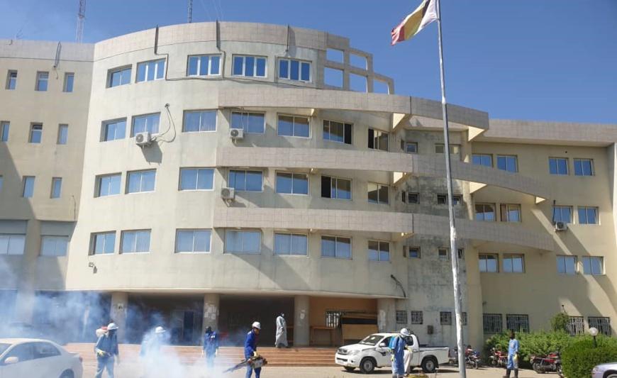 Tchad : L'entreprise Vitre Claire désinfecte le ministère de la Justice contre le Covid-19
