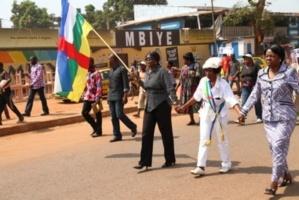 Une marche pacifique à Bangui pour l'arrêt des hostilités de la Séléka en décembre 2012. Crédits photos : Sources