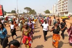 Les centrafricains dans les rues de Bangui pour manifester pour la paix. Décembre 2012. Crédits photos: Diaspora Media